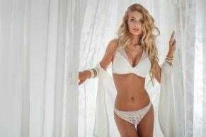Sexy Girl mit blonden Locken