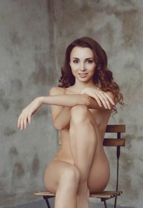 Sexy Girl auf einem Stuhl