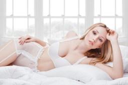 Sexy Girl in weißen Dessous
