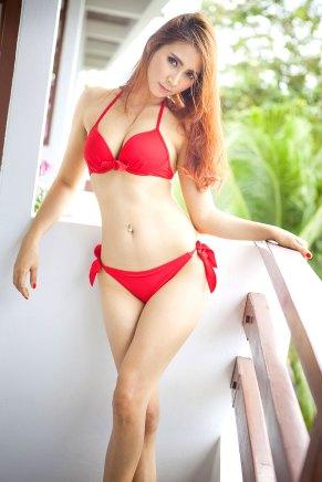 Sexy Asiatin im Bikini