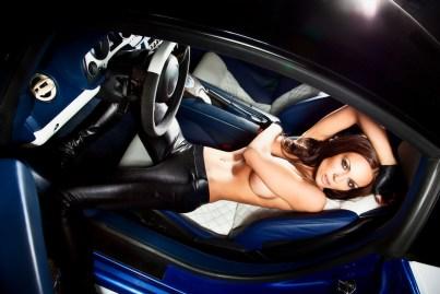 Sexy Girl im Sportwagen