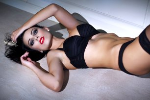 Sexy schwarzhaariges Girl