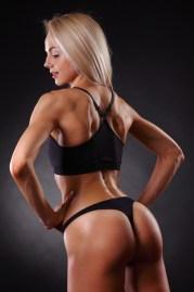 Sexy Girl zeigt trainierten Körper