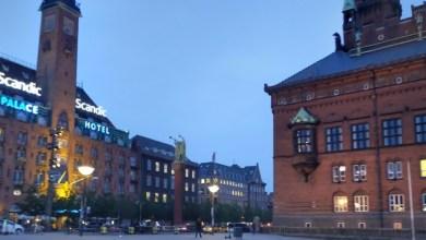 صورة الشرطة تغلق ساحة البلدية العامة في وسط كوبنهاجن بسياج ليلة رأس السنة