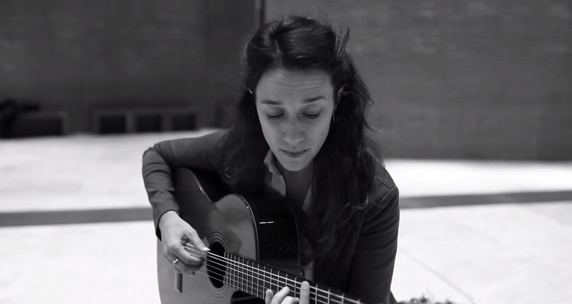 Cristina Renzetti canta Além