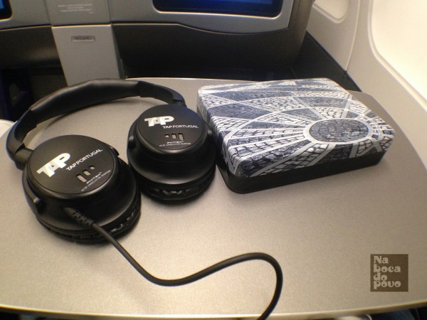 Amenity Kit Business Class Tap Portugal+ cuffie