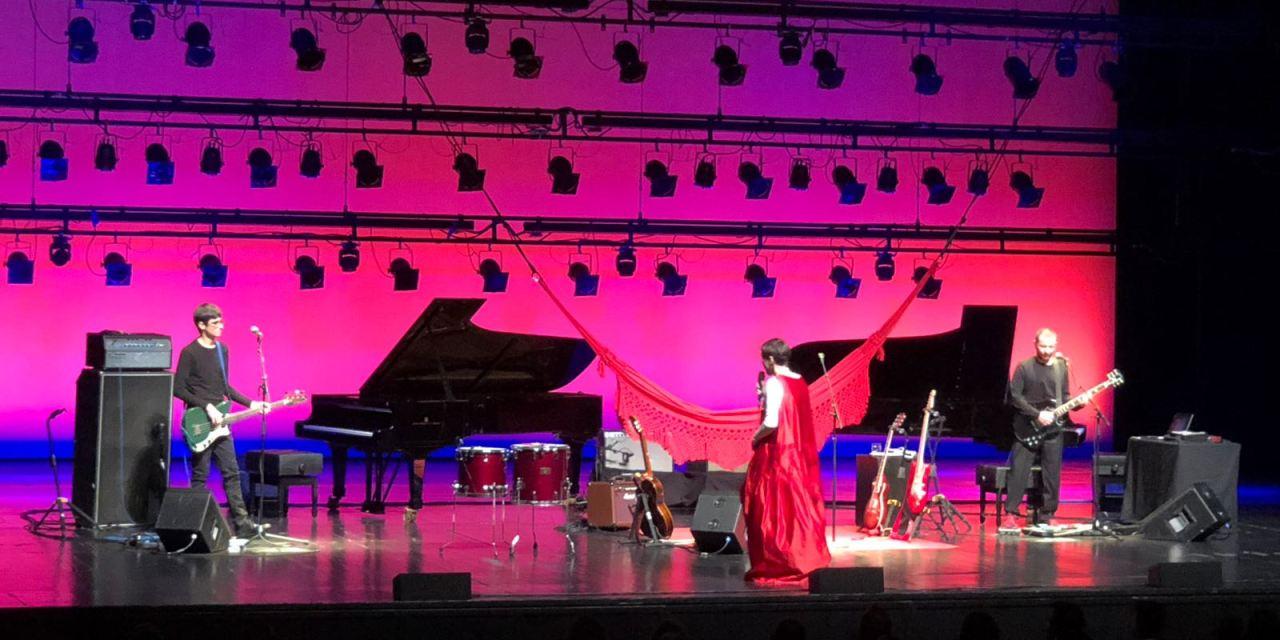 A Mulher do Pau Brasil, lo straordinario spettacolo di Adriana Cacalnhoto