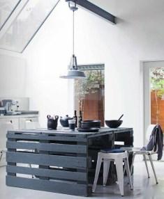 Paletový kuchynský stôl