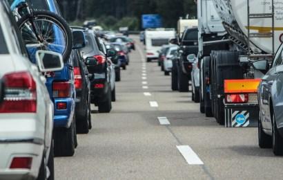 Auffahrunfall mit drei beteiligten Fahrzeugen