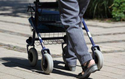Pkw-Fahrerin erfasst gleich zwei Seniorinnen