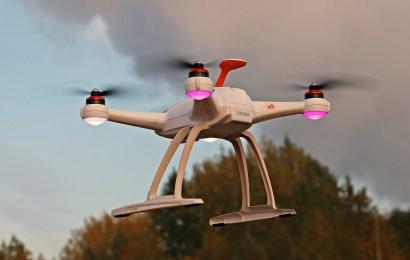 Drohne am Flugplatz