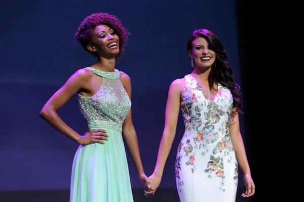 Devy González fue la finalista. De la mano con la ganadora, Priscilla Rivera de Juan Viñas. Foto: Rafael Murillo