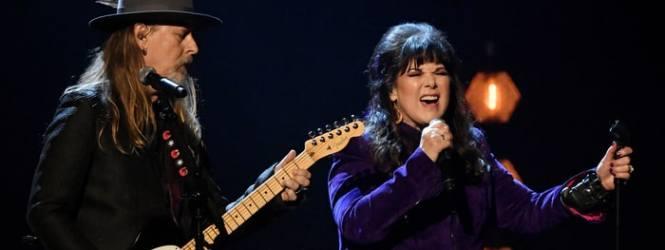 'Black Hole Sun': Mira a Ann Wilson y Jerry Cantrell tributar a Chris Cornell en el Rock'n roll Hall of Fame