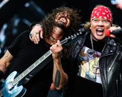 """VIDEO: Foo Fighters y Guns'N Roses se unen en vivo para interpretar """"It's So Easy"""""""