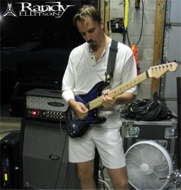 Randy Ellefson on www.nadamucho.com