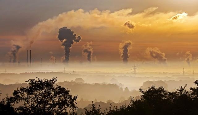 Η Ευρώπη «πρασινίζει», ενώ η Κίνα «χτίζει» εργοστάσια άνθρακα