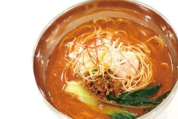 東京のデパートでも絶大な支持を得た「担々麺」790円もオススメ