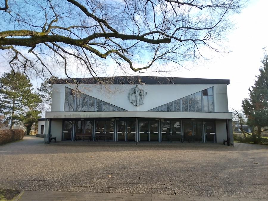 Friedhof Neuthard Aussegnungshalle Außenansicht