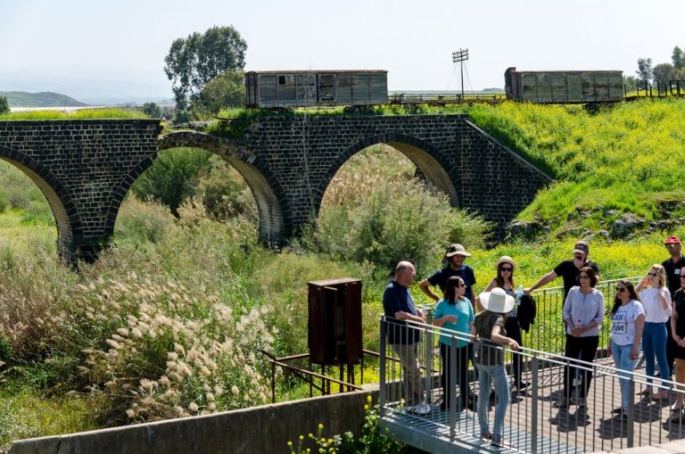 נהריים בגשר - טיילת גאון הירדן