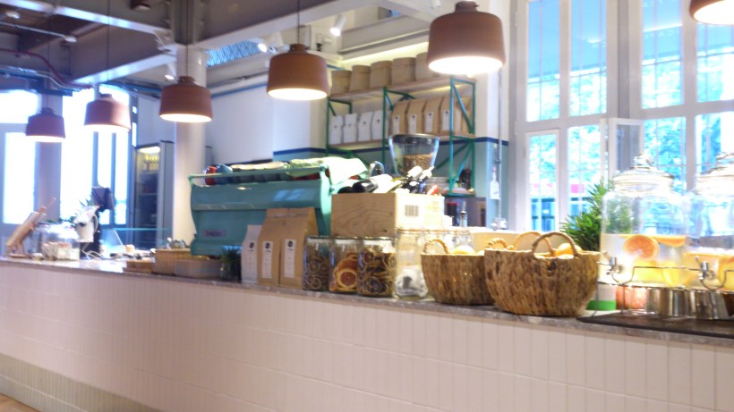 Daily Roundup Cafe - Counter
