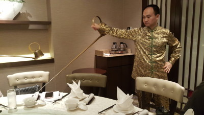 Si Chuan Dou Hua Restaurant @ Parkroyal On Kitchener - Tea Master Performing Tea-pouring from Long Sprout Pot