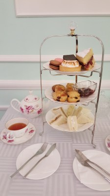 The Queen's Cats Cafe - Royal Afternoon Tea Set