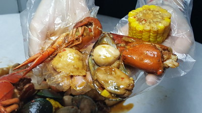 Ju Dian BBQ Restaurant On StarTaster - Some of the goodies in the Seafood Bucket