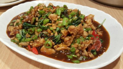 Spicy Thai Thai Restaurant At Aljunied Ave 2 - Stir-Fry Basil, Minced Meat (Chicken) with Long Beans ($10)