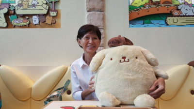 Pompompurin Cafe At Orchard Central, Singapore - Mom posing with Pompompurin