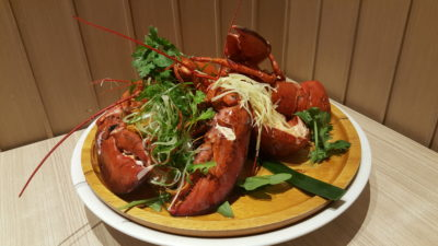 Spice Brasserie's Union of Crabs and Lobsters Dinner Buffet At Parkroyal On Kitchener - Steamed 'Live' Boston Lobster in Chinese Wine