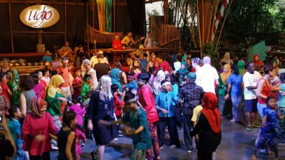Saung Angklung Udjo In Bandung, Indonesia - Dancing with the audience