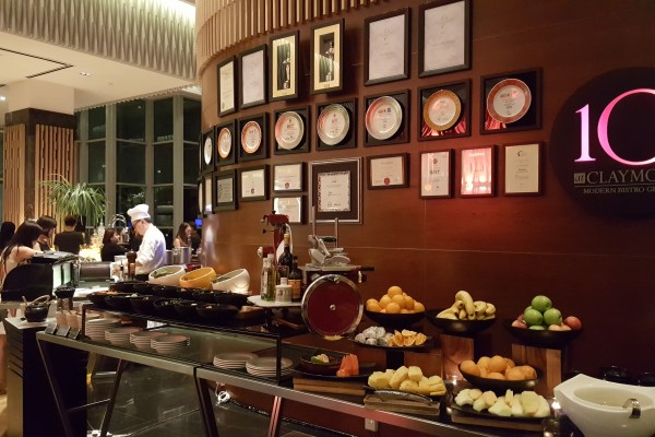 Celebrating Lunar New Year 2017 With 10 At Claymore At Pan Pacific Orchard Singapore - Entrance to the restaurant
