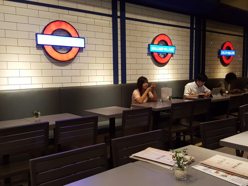 D'Good Cafe @ Ngee Ann City, London Subway Theme - Interior