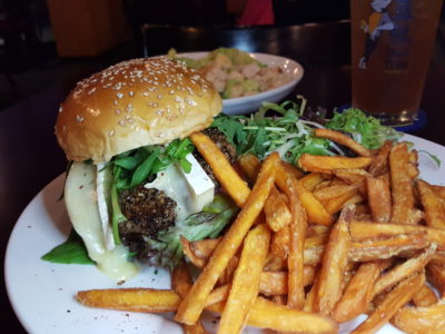 Blue Frog 蓝蛙, Western Casual Dining Restaurant Chains, At Jinqiao, Pudong - Black Pepper Wagyu Burger 黑椒和牛汉堡 (RMB 108)