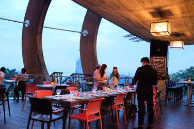Spuds & Aprons By Faber Peak Singapore, Communal Meal With A View - Outdoor Dining Area