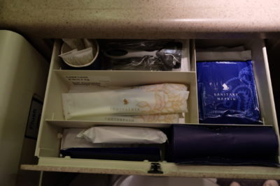 Flying Singapore Airlines Business Class SQ336 From Singapore To Paris - Amenities