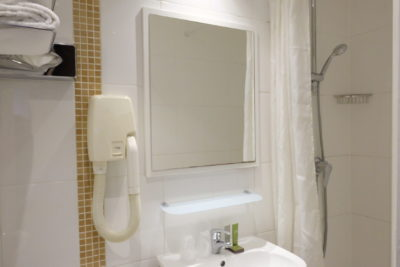 Hotel Avalon Paris, A Cosy Hotel Which Is A Stone Throw To Gare Du Nord - A view of the Bathroom