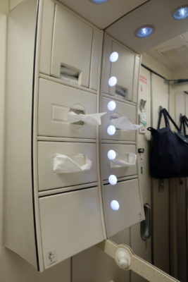 Business Class On A380 Singapore Airlines, SQ336 From Singapore To Paris - Toilet Amenities