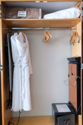 Crowne Plaza Lille - Euralille, A Business Hotel Directly Opposite Euralille Train Station - Wardrobe