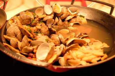 Ginger At PARKROYAL On Beach Road Dishing Pincer Feast - Dang Gui Clams