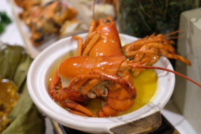Ginger At PARKROYAL On Beach Road Dishing Pincer Feast - Pumpkin Lobster in Claypot