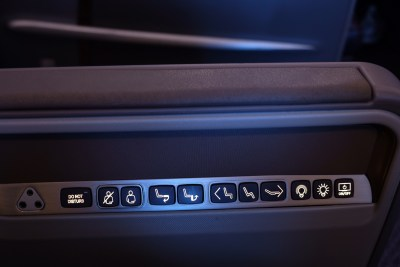 Business Class On SQ826, Flying Singapore Airlines To Shanghai - Buttons for seat and lights