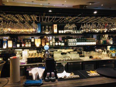 Fantastic Dining Experiences of Blue Lotus Restaurants Singapore - Bar Counter