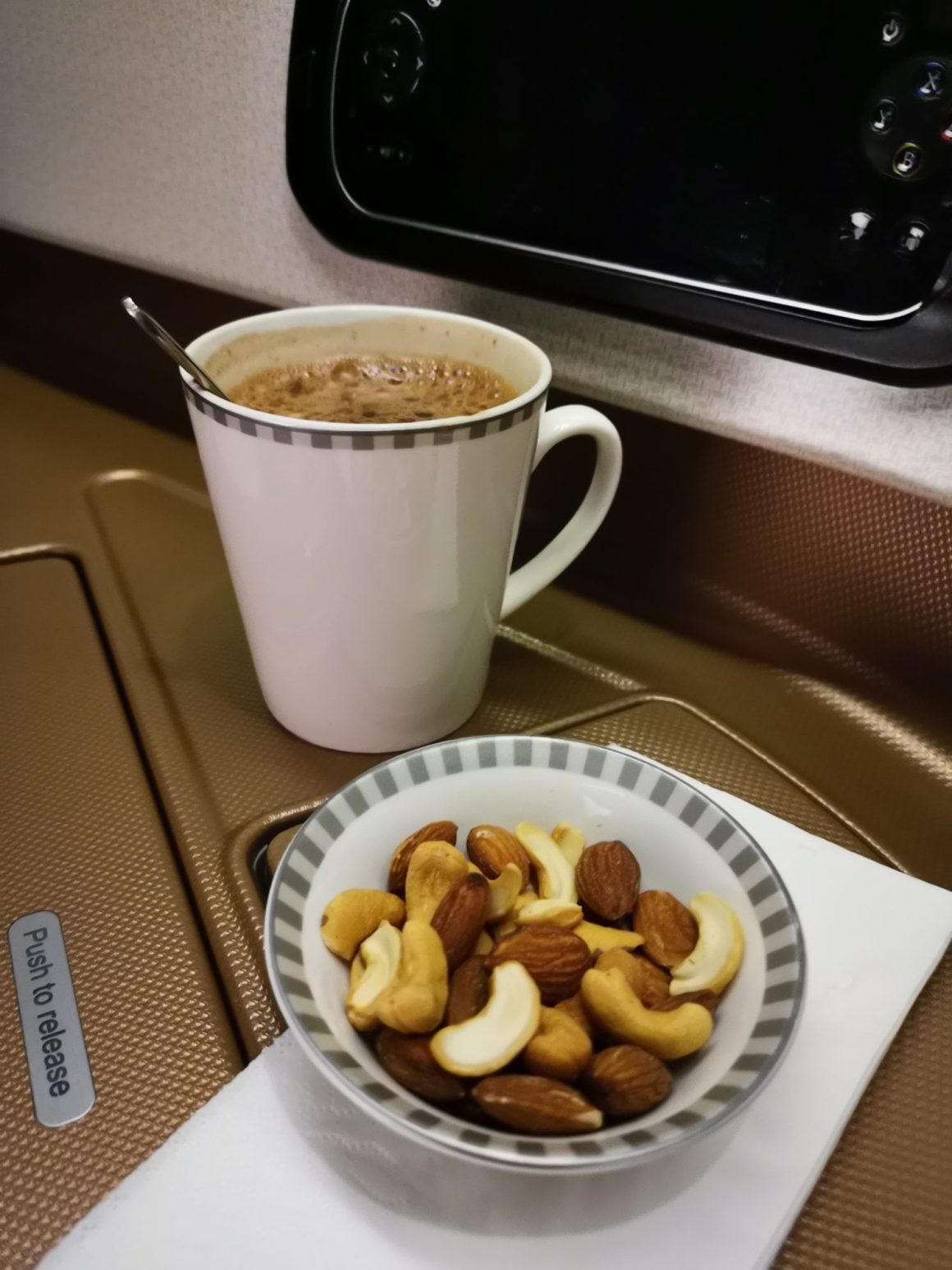 Singapore Airlines Business Class SQ334 From Singapore To Paris – Snack