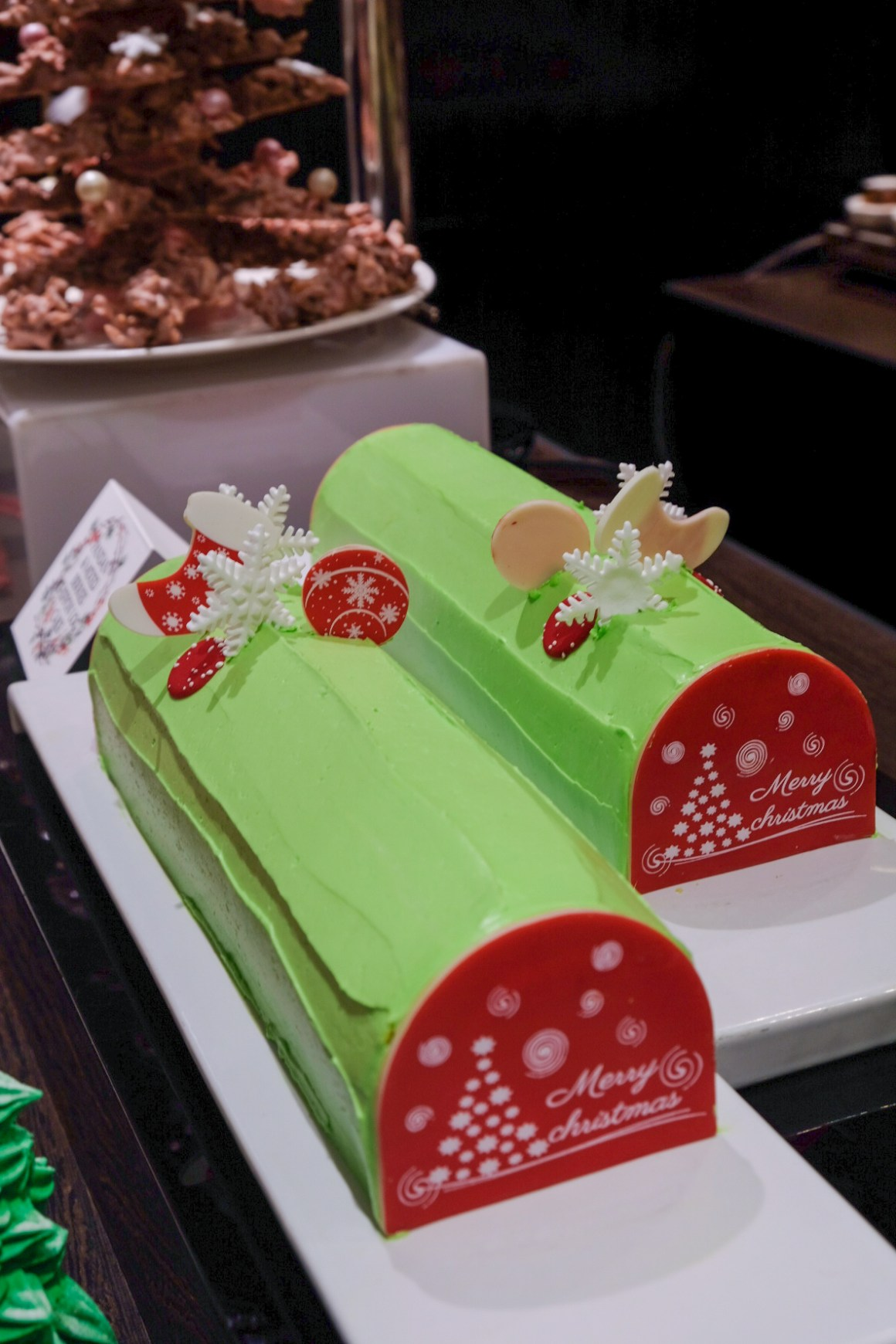 A Christmas To Remember At Singapore Marriott Tang Plaza Hotel - the Pandan & Mixed Berries Chiffon Log Cake (1kg, $68nett)