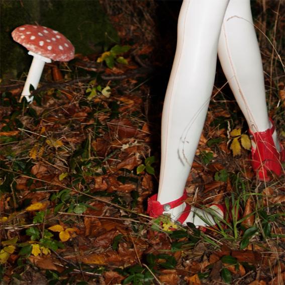 Snow white's latex legs