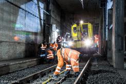 Arbeiter und Bauzug im Tunnel. Bild: © RMV / Jana Kay