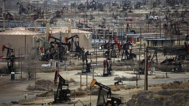 U.S. shale investors shamed by oil price crash, posts worst quarter since 2016