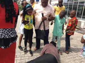 Pastor Pulls Christmas Prank On Female Taxi Driver In Port-Harcourt (Photos)