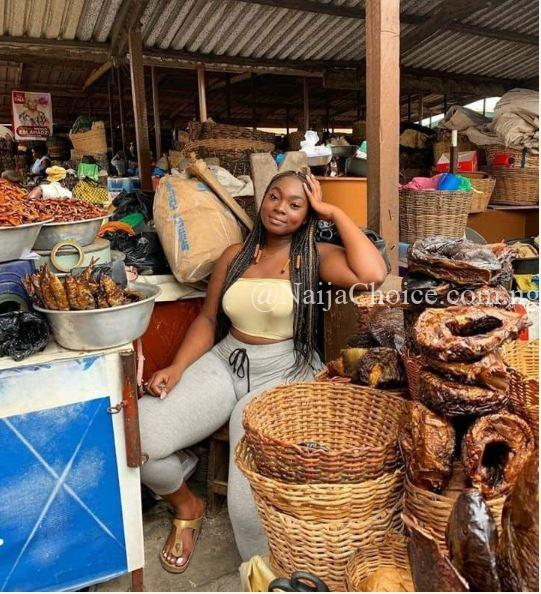 Curvy Slay Queen Spotted Selling Fish In A Market Causes Stir Online (Photos)